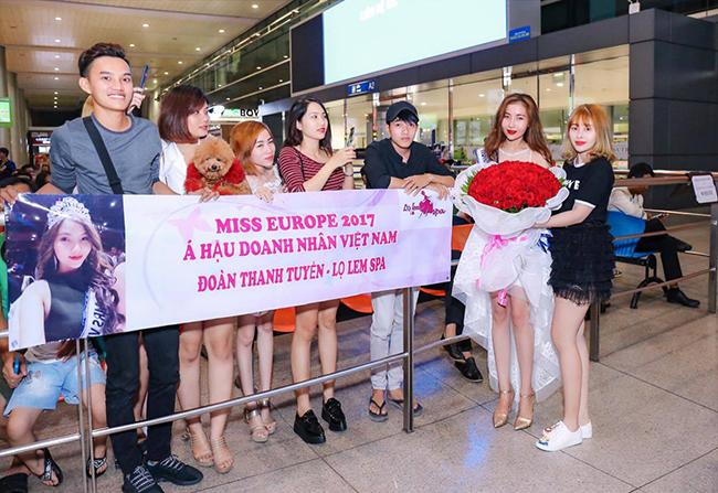 Á hậu Thanh Tuyền được siêu xe tiền tỷ và người hâm mộ chào đón khi trở về