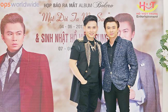 """Nguyên Vũ """"đội mưa"""" đến mừng sinh nhật Hồ Việt Trung"""
