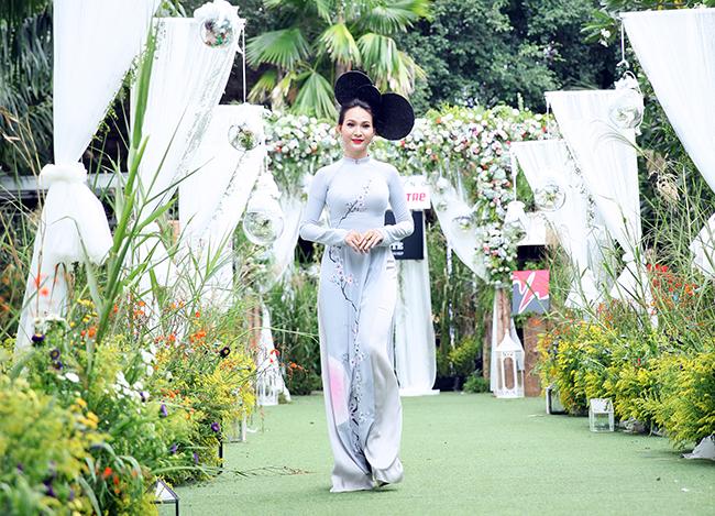 Trương Hải Vân ấn tượng khi trở lại sàn catwalk sau thời gian dài vắng bóng