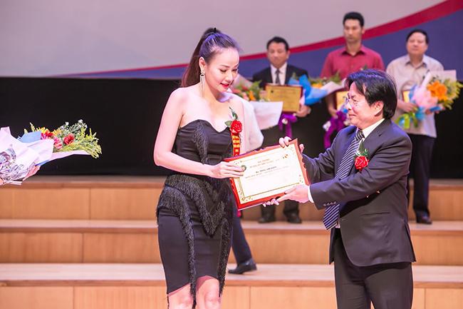 Sau 2 năm cố gắng, mọi nỗ lực Dương Yến Ngọc đã được công nhận và vinh danh