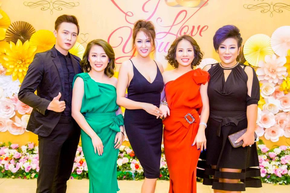 Ảnh đời thường qua Facebook của Sao Việt ngày 23/6