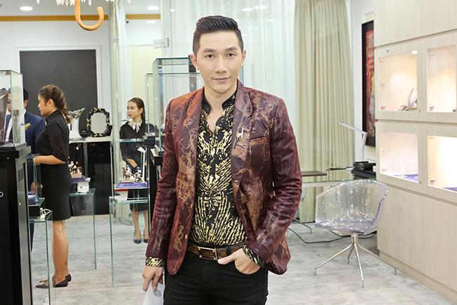 Á quân Nam Phong chỉn chu với vest được thiết kế đặc biệt