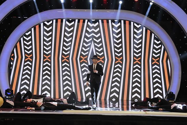 """Văn Anh gây """"náo loạn"""" tại """"Tôi có thể"""" với vũ đạo của Micheal Jackson"""