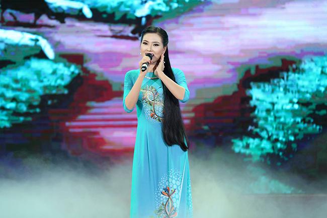 Hoa hậu Kim Thoa khoe vẻ đẹp tài năng tại cuộc thi nhan sắc