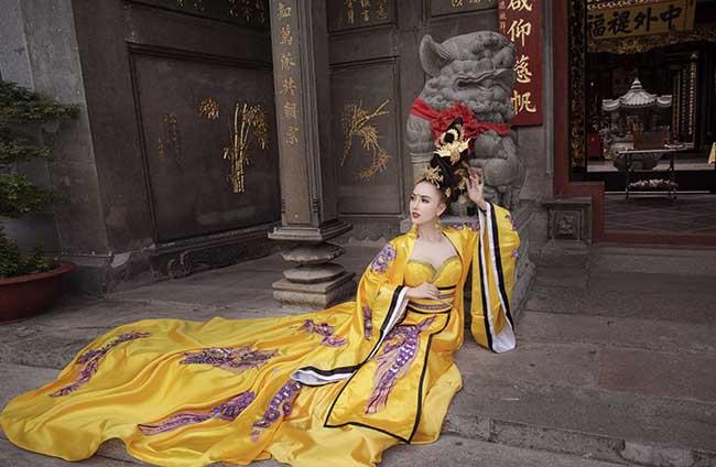 Chân dung bạn gái Hồ Việt Trung lột xác với hình ảnh Võ Tắc Thiên