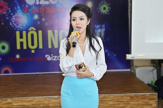 """Hoa hậu Amy Lê Anh tiết lộ - """"có visa Anh dễ dàng"""""""