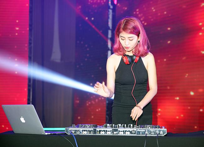 DJ Rosy gợi cảm trên sân khấu ca nhạc
