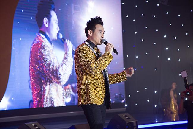 """Nguyên Vũ ra mắt album ca nhạc bằng """"dạ tiệc Hoàng Kim"""" tiền tỷ"""