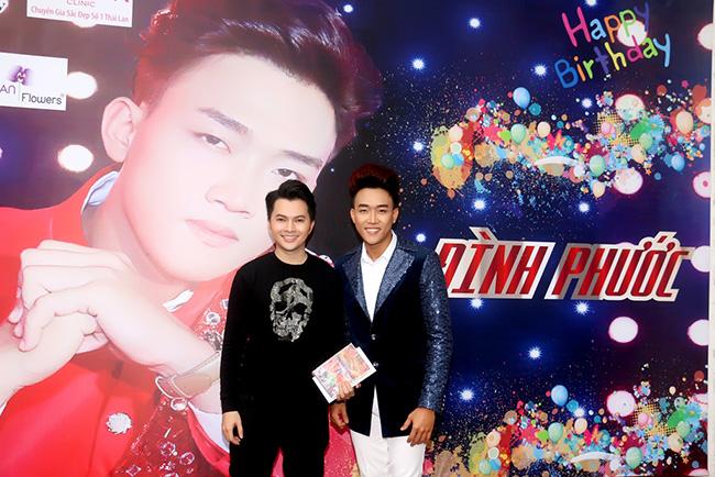 Nam Cường đích thân lái xe đến chúc mừng sinh nhật Đình Phước
