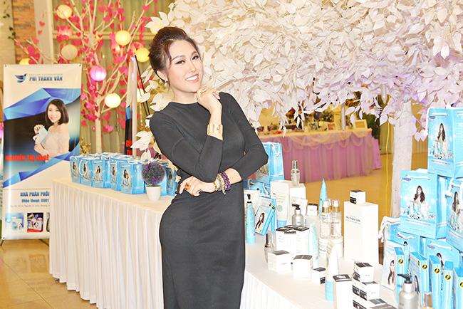 """Bất ngờ Phi Thanh Vân ngoan hiền với trang phục """"kín như bưng"""""""