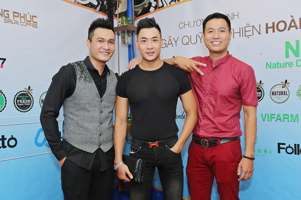 3 chàng siêu mẫu tưng bừng khai trương Hoàng Phúc Gia Lai Coffee