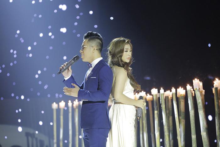 Đồng nghiệp ngại nhìn mặt Thanh Trúc khi hát vì sợ quên lời