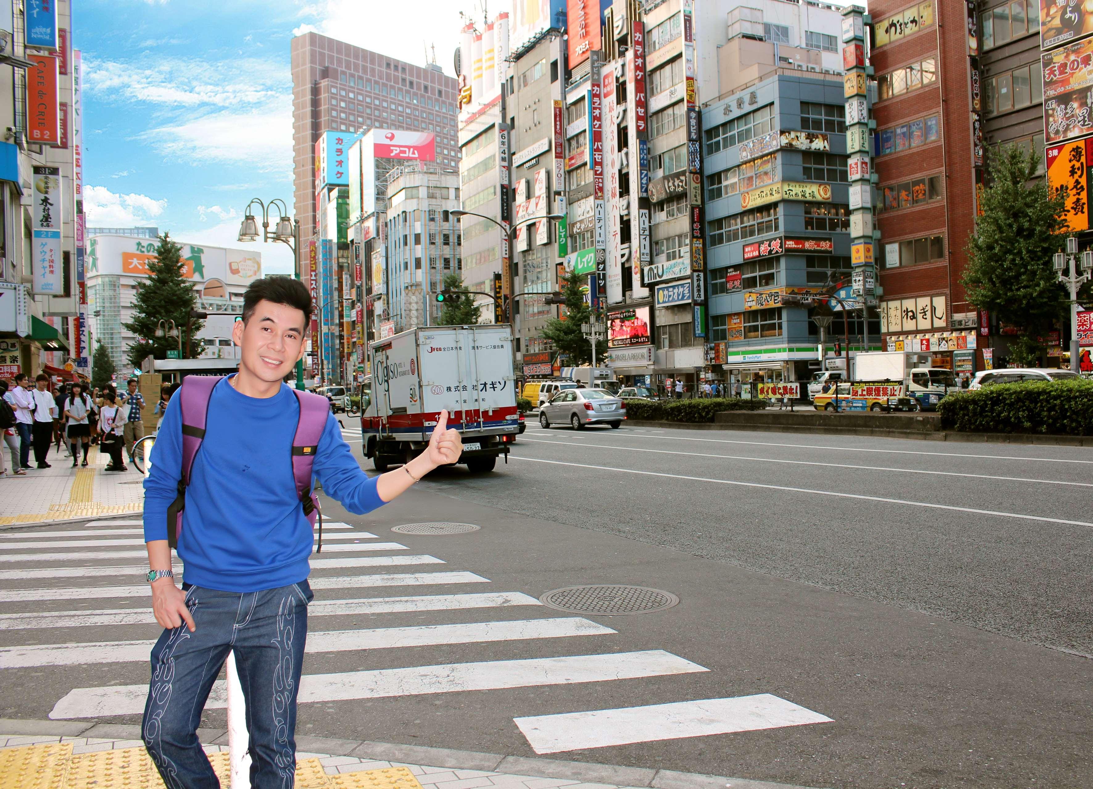 """Đoan Trường """"trôi dạt"""" vào…phố đèn đỏ nổi tiếng Kabukicho, Shinjuku tại Tokyo"""