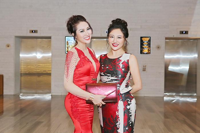 Phi Thanh Vân bất ngờ hội ngộ Văn Mai Hương dù không cùng sự kiện