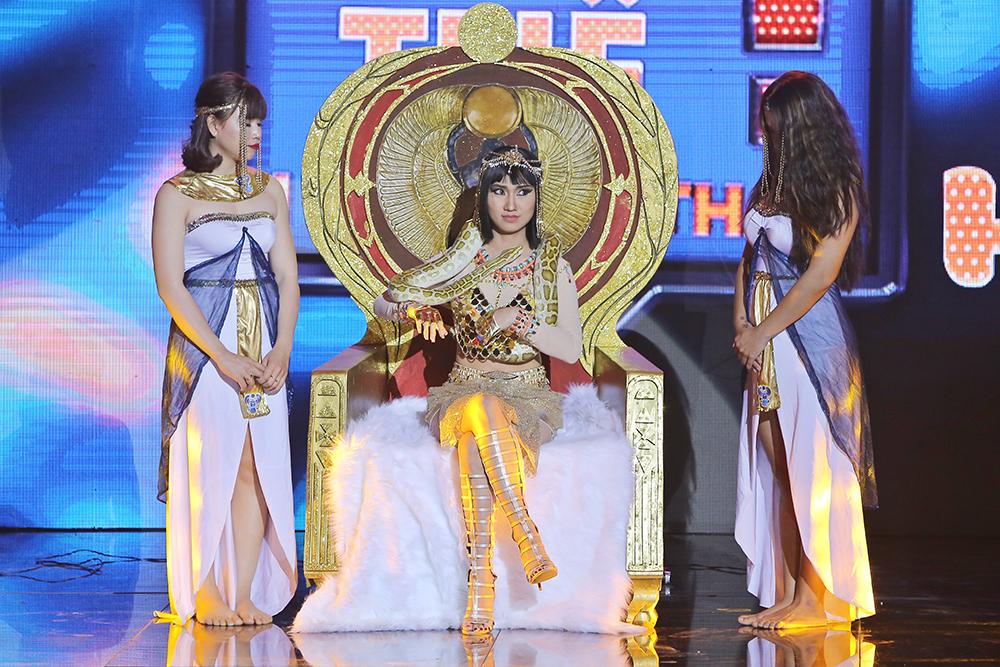 Trong vai nữ hoàng Cleopatra, Cao Mỹ Kim khiến khán giả trầm trồ khen ngợi