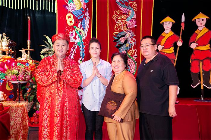 Dàn nghệ sĩ dâng hương tại lễ giỗ Tổ nghề sân khấu Sao Minh Béo