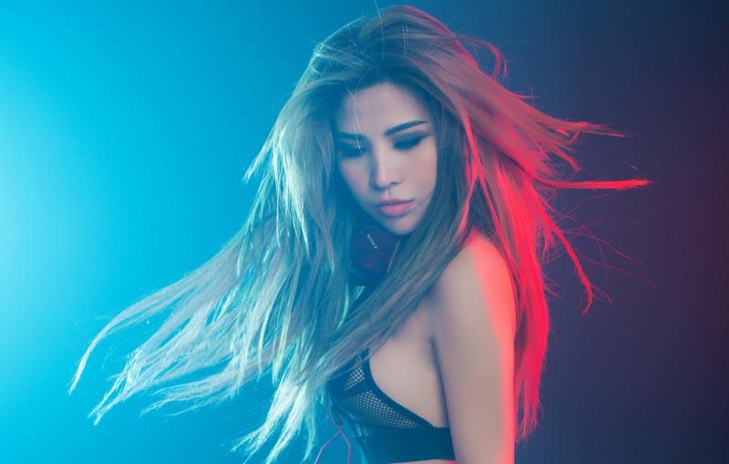 """Thuý Khanh sexy khó cưỡng trong MV mới """"Yêu anh là sai"""""""