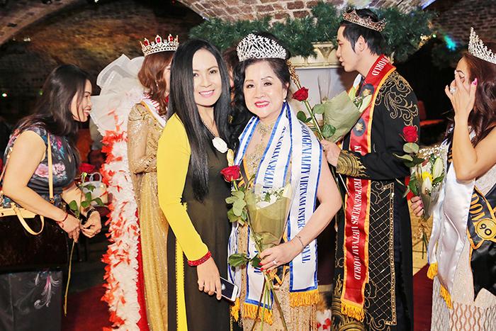 Doanh nhân Trần Ngọc Thủy xuất sắc đoạt 2 giải Hoa hậu