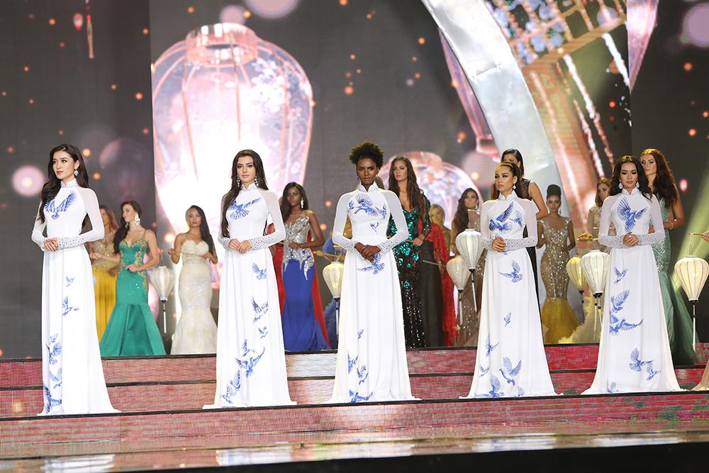Top Miss Grand International 2017 tôn vinh Áo dài Việt Nam của NTK Ngô Nhật Huy