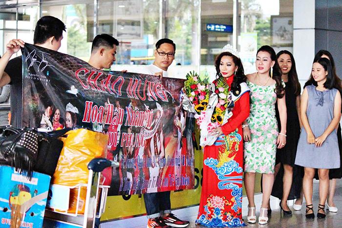Vừa về nước, Hoa hậu Nhân ái Cindy Phụng được chào đón nồng nhiệt