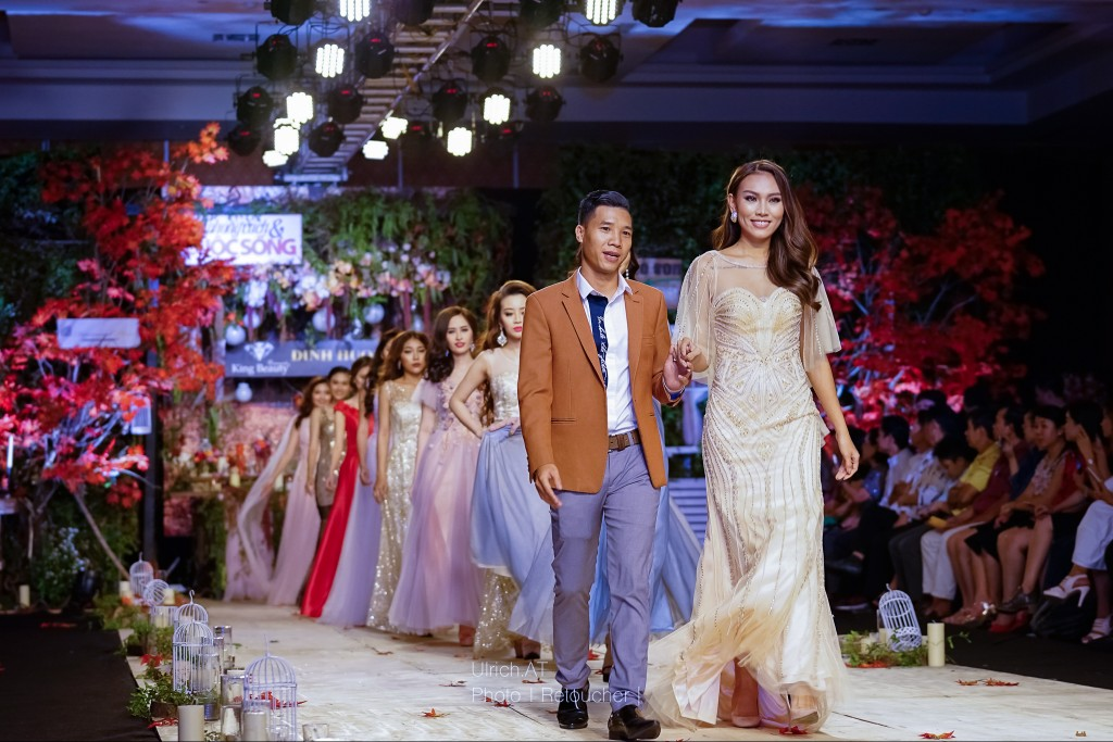 Á hậu Diệu Huyền diễn vedette trong BST dạ hội của Công Fashion