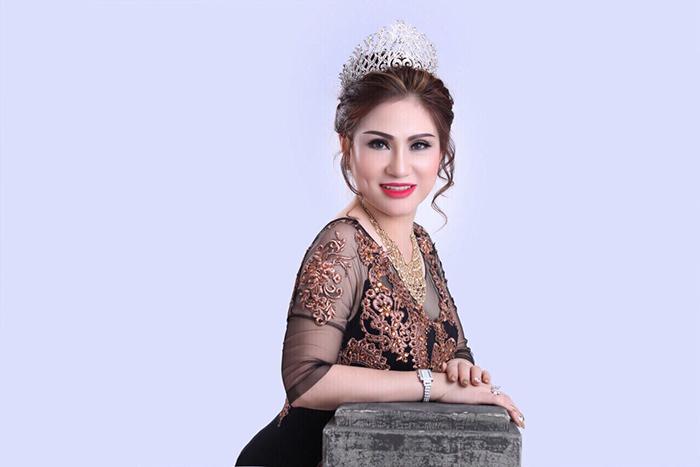 Nguyễn Thị Diễm Thúy đã bất ngờ giành danh hiệu Á hậu Doanh nhân Hoàn vũ 2017