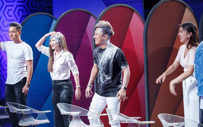 Tranh thủ đi quay gameshow, Châu Khải Phong nhận cái kết đắng