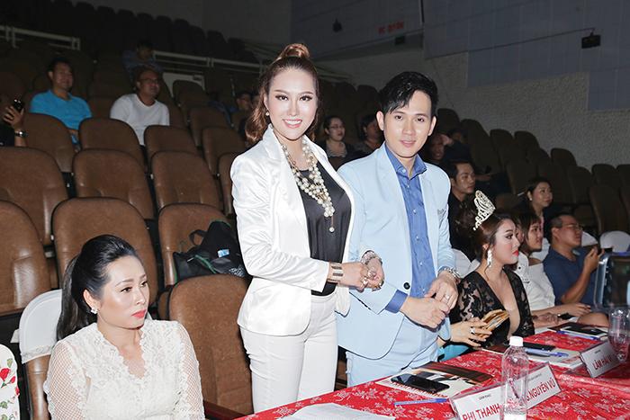 """Phi Thanh Vân cùng Nguyên Vũ chấm thi vòng bán kết """"Nét đẹp công sở"""""""