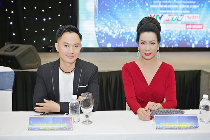 NSƯT Trịnh Kim Chi hớp hồn Ngô Nhật Huy khi ngồi cùng ghế nóng