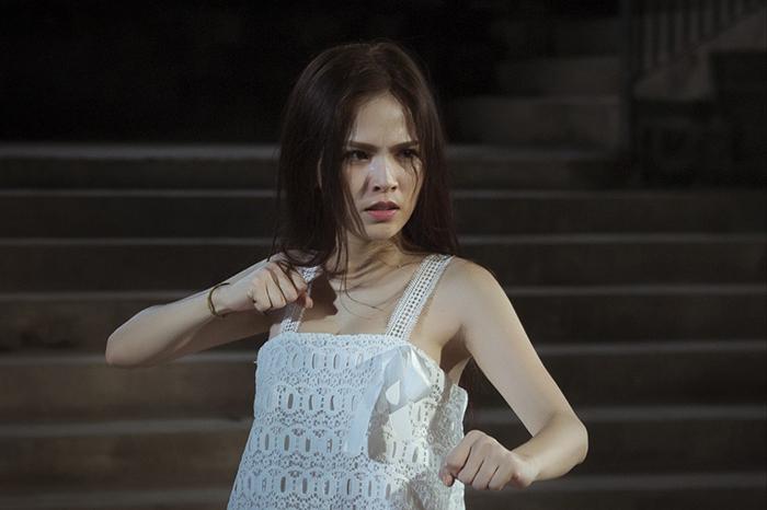 """Cận cảnh diễn viên Phi Huyền Trang """"hạ gục"""" tên trộm đặc biệt"""