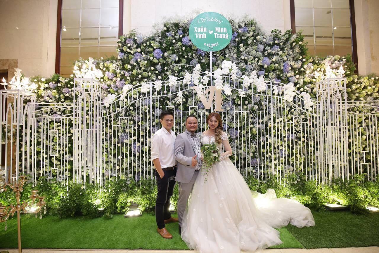 Vinh Râu rất hài lòng với tài thiết kế tiệc cưới của Simon Tứ