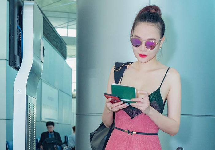 Á Hậu Dương Yến Ngọc khoe nhan sắc trẻ trung lên đường thi sắc đẹp quốc tế