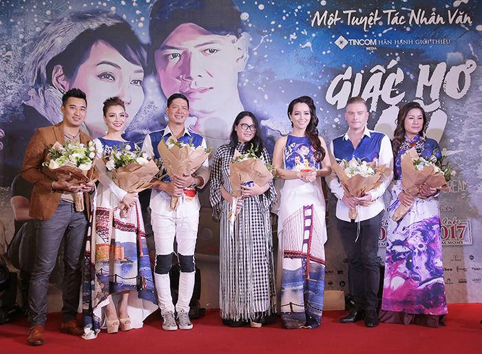 """Dàn sao """"Giấc mơ Mỹ"""" ra mắt khán giả Hà Nội"""