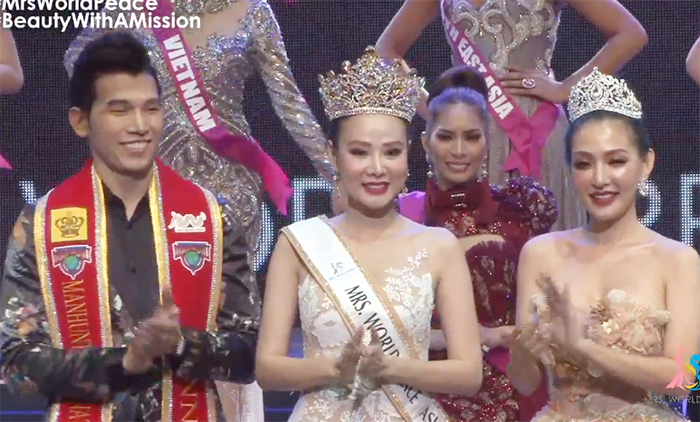 Dương Yến Ngọc vỡ òa hạnh phúc khi đăng quang Hoa Hậu Quý Bà Hòa Bình Châu Á 2017