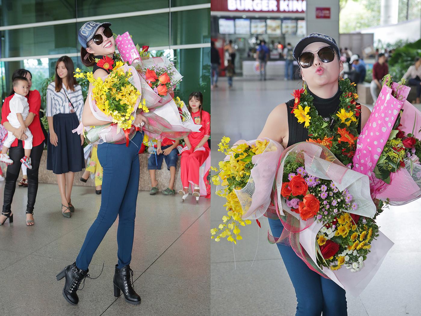 Tân Hoa hậu Phi Thanh Vân được fans áo dài tặng hoa và chào đón tại sân bay