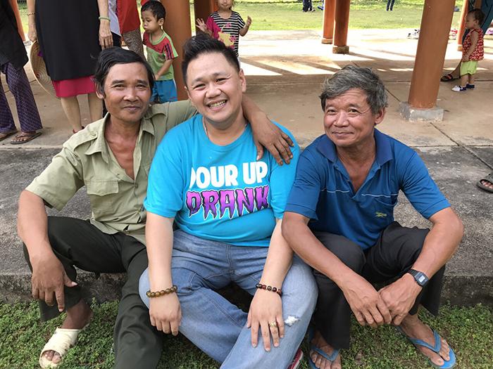 Minh Béo cùng nghệ sỹ vượt 300 cây số trao quà cho người nghèo