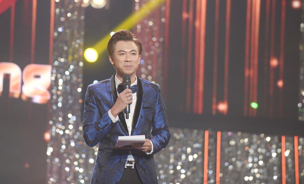 Hồ Việt Trung lấn sân sang vai trò MC