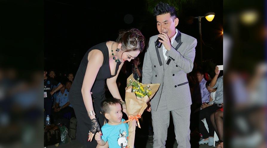 """Phi Thanh Vân dẫn con trai đến ủng hộ ca sỹ Đoan Trường """"tái xuất"""""""