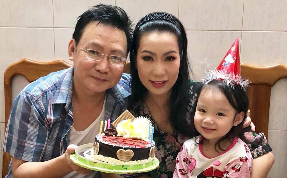 Trịnh Kim Chi và con gái tổ chức sinh nhật ấm cúng cho ông xã