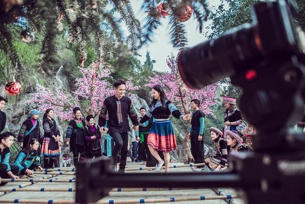 """Hồ Quang Hiếu tiếp tục tạo hit với """"Xuân về trên rừng núi"""""""