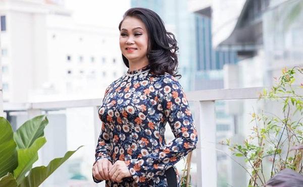 """Nữ doanh nhân Minh Châu hóa """"Cô Ba Sài Gòn"""" trong trang phục của NTK Liên Phạm"""