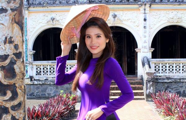 Thí sinh Hoa Hậu U30 Việt Nam 2018 nhuộm tím Lăng Hoàng Gia trên miền Gái đẹp Gò Công