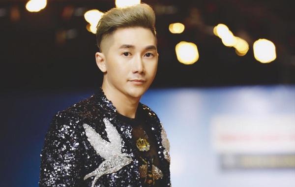 """Siêu mẫu, diễn viên Nam Phong trình diễn áo dài """"đón xuân"""" cùng show Phong Cách Trẻ"""