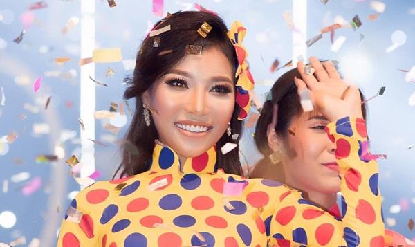 """Linh Huỳnh với nụ cười đầy quyền lực của """"Cô ba Sài gòn"""""""