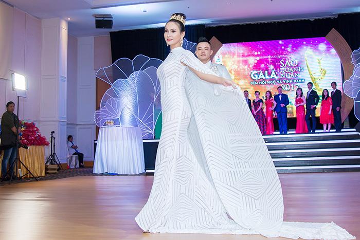 Top 5 Hoa hậu Trương Hải Vân lộng lẫy như bà hoàng trong sự kiện