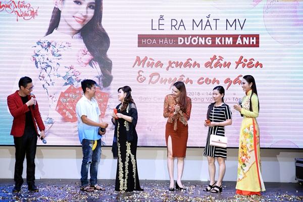 Hoa hậu Dương Kim Ánh ra mắt bộ đôi MV xuân