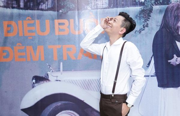 """Tuấn Tú Bolero chi gần 400 triệu để thực hiện MV """"Điệu Buồn Đêm Trăng"""""""