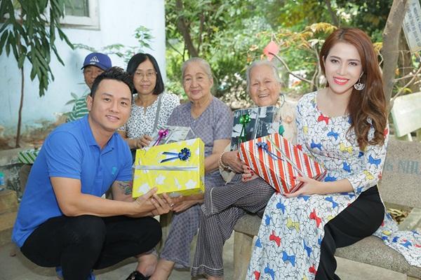 Hàn Thái Tú cùng Victoria Hoàng Ny mang Tết sớm cho nghệ sỹ neo đơn