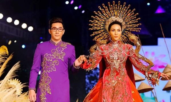 Siêu mẫu Nam Phong, Khả Trang diễn vedette cho NTK Brian Võ tại Lễ hội Áo dài 2018