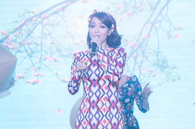 """Mai Thu Huyền thể hiện tài sắc vẹn toàn tại buổi ra mắt Talkshow """"Phụ nữ quyền năng"""""""